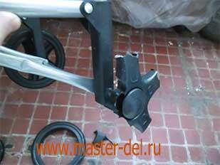 ремонт сумки тележки - сломанная часть колеса